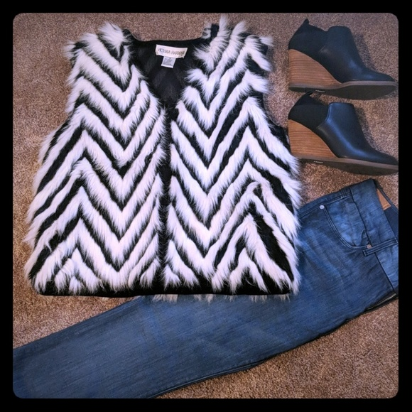 Victoria Harbour Jackets & Blazers - Victoria Harbour white/black Chevron Faux Fur Vest